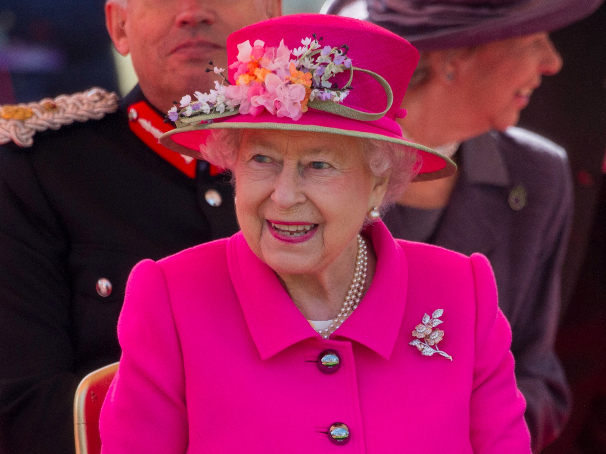 How To Get The Queen's 90th Birthday Commemorative 5 Coin pictures